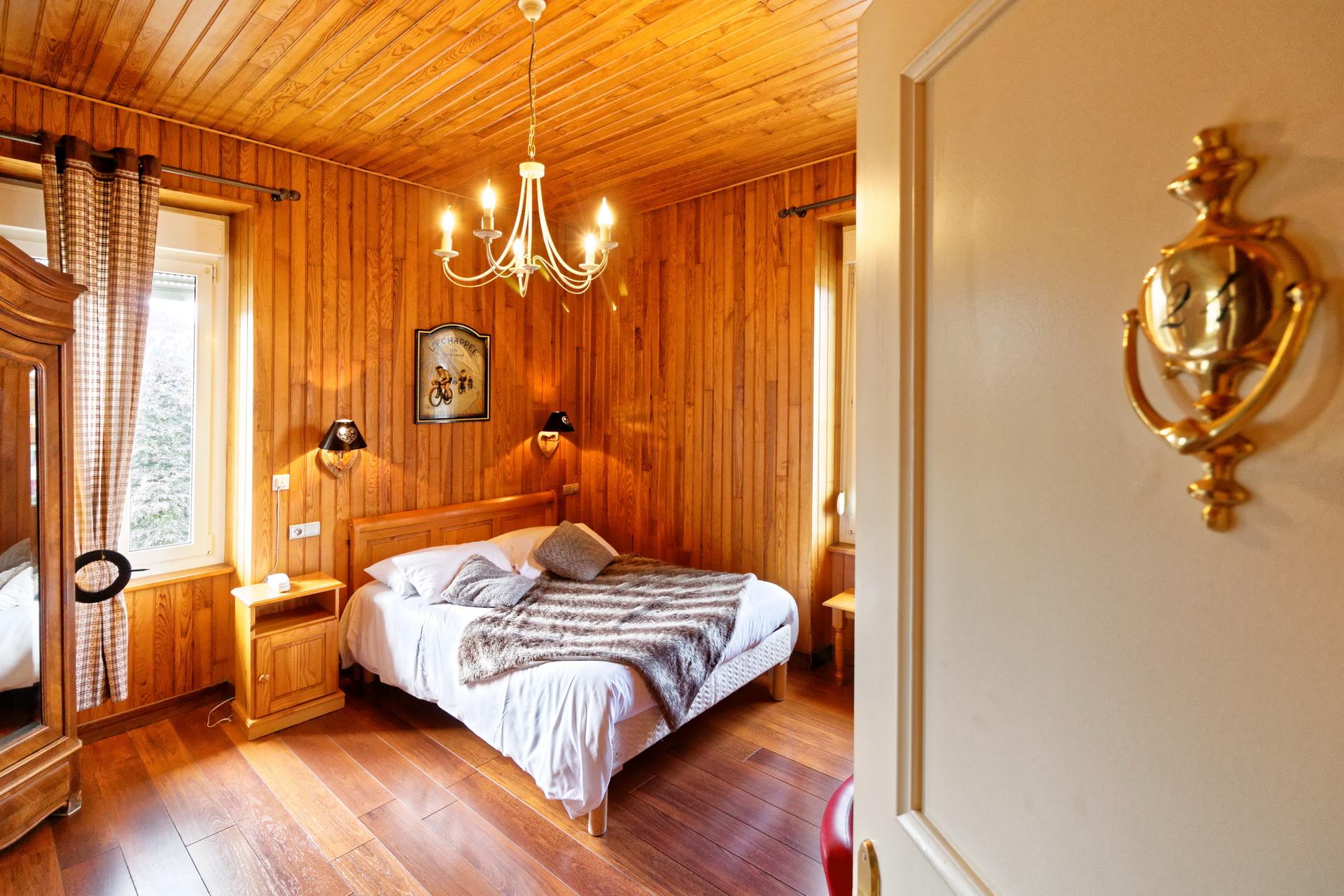 Chambres h tel g rardmer famille 5 personnes h tel des - Hotel paris chambre 5 personnes ...